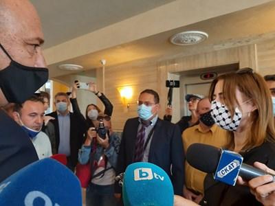 Кметът на Поморие Иван Алексиев и евродепутатката Клеър Дейли очи в очи  СНИМКА: Димчо Райков