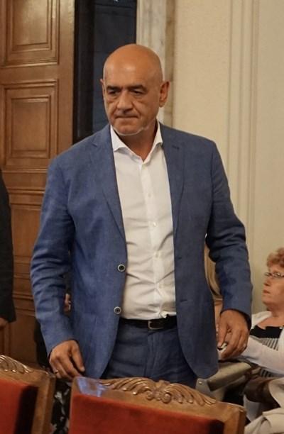 """Управителят на НЗОК д-р Дечо Дечев е категоричен, че трябва """"пълен ремонт"""" на институцията, но той си отива."""