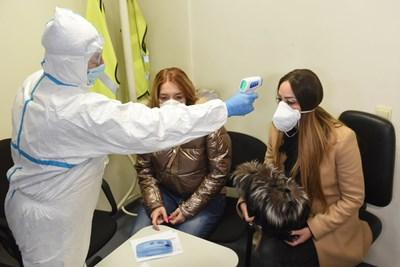 Учебна тренировка как ще реагират властите в случай на болен от коронавирус започна в 9 часа на летище София. СНИМКИ: Велислав Николов