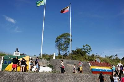 Вчера границата остана отворена в очакване на обжалване от страна на държавния омбудсман. СНИМКА: Ройтерс