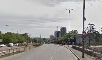 В едната посока ограничението на булеварда е 70 км/ч Снимка: Google street view