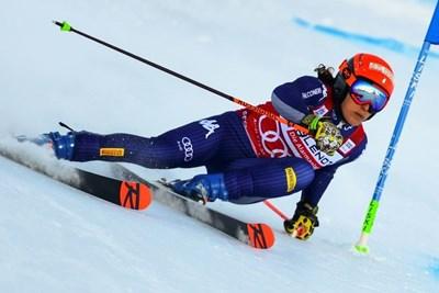 Федерика Бриньоне раздели победата в Сестриера с Петра Влъхова.