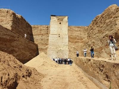 На върха на кулата е имало величествен храм, чийто останки археолозите ще събират, за да го възстановят. Снимки: 24 часа