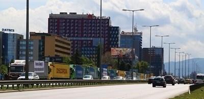 Превозвачи: Заради нерегламентираните превози скоро може да няма обществен транспорт