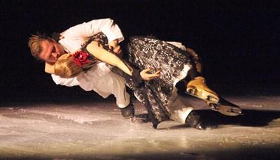 Албена Денкова и Максим Стависки напомниха за годините, в които станаха световни шампиони при танцовите двойки. СНИМКА: Снимки: Румяна Тонева