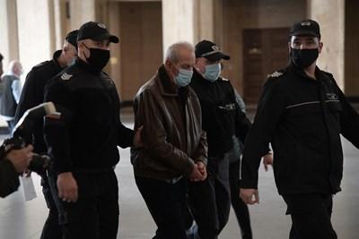 75-годишният Иван Илиев, сочен за резидента, се яви пред Военноапелативния съд само за да каже, че не иска да излиза на свобода и няма да обжалва ареста.