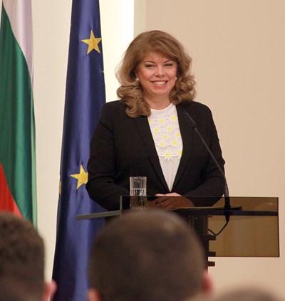 Вицепрезидентът Илияна Йотова поиска нова политика за българите в чужбина. СНИМКА: Румяна Тонeва