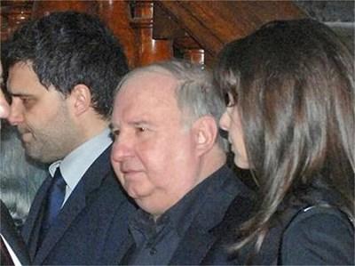 Бившият шурей на Иван Славков Владимир Живков се появи на поклонението на Батето и застана до сина му Тодор (вляво). СНИМКИ: РУМЯНА ТОНЕВА И ПАРСЕХ ШУБАРАЛЯН