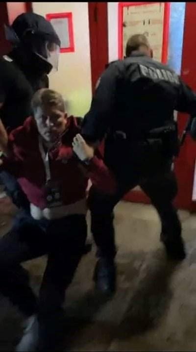 Полицаи влачат Стойчо Стоилов, който бе съборен на земята от недоволни фенове.