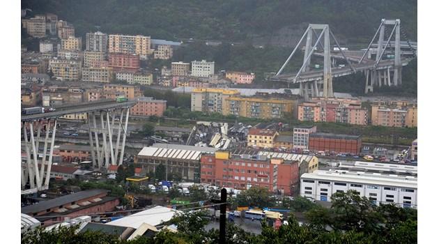 Трагедия от епохален мащаб в Италия! Виадукт на магистрала се срути върху жилищни сгради, колите падат като играчки!