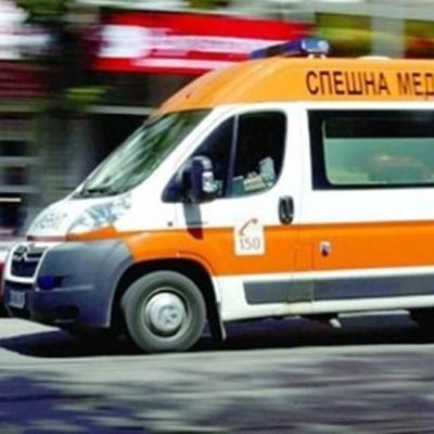 24-годишен обърна кола в канавка край Павликени, в болница е