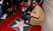 Рапърът Снуп Дог се сдоби със своя звезда на Алеята на славата (Снимки)