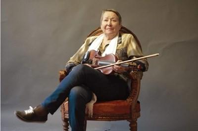 Доротея Тончева е цигуларка в пиесата на Стефан Цанев СНИМКА: Личен архив