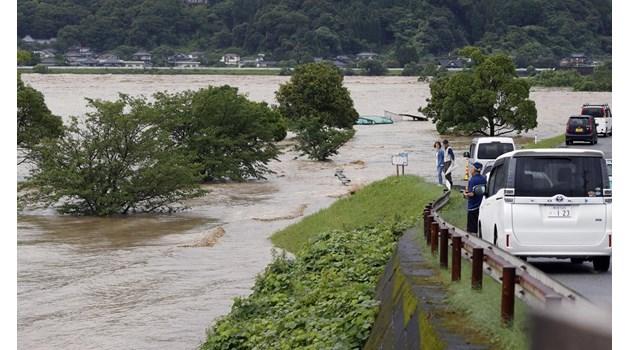 Дъжд, наводнения и свлачища в Япония