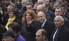 Радев поведе 300 на шествие и обяви: Демокрацията е похитена (Обзор)