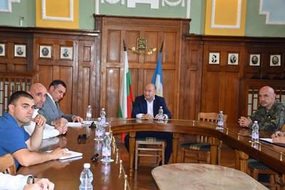 Зам.-кметът на Пловдив Величко Родопски се срещна с участници в учението.