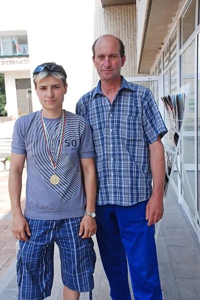Стойка Кръстева и треньорът Стефан Петков.
