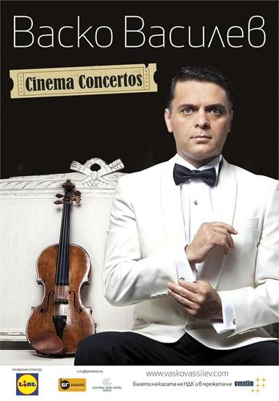 Плакатът за турнето му в края на ноември в България. Цигуларят е в образа на Джеймс Бонд.