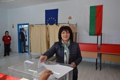 Цвета Караянчева гласува на изборите в неделя СНИМКА: Ненко Станев