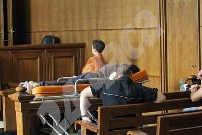 Костин на носилка в Софийския градски съд СНИМКА: Благой Кирилов