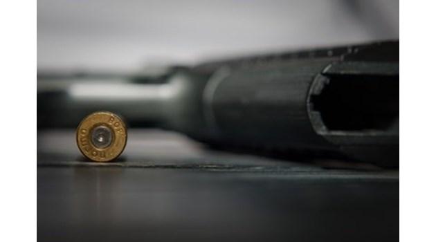 Бивш затворник се гръмна с газов пистолет на бензиностанция в Бургас, в болница е