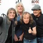 Основните членове на легендарната рок група с Малкълм Йънг (вляво). Снимка Архив