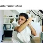 Васко Василев хвана машинката и се подстрига сам