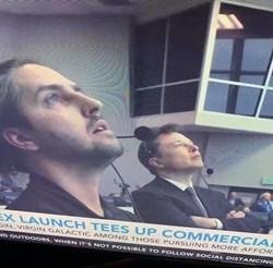 Кико Дончев, един от българите, участвали в екипа на SpaceX, до Илън Мъск (Снимка)
