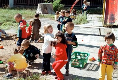 Дистанция ще се спазва между отделните групи в детската градина.