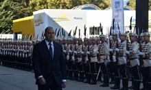 Освиркаха Радев пред панаира в Пловдив, той иска облекчения за оръжейната индустрия (Снимки, видео)