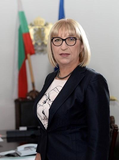 Цачева е поискала оставките по-рано днес по заръка на премиера Бойко Борисов.