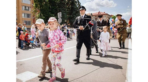 """От какво друго да черпят """"патриотизъм"""" горките руски деца?!"""