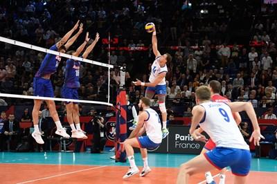 Звездата на Сърбия Александър Атанасиевич направо унищожи Франция в полуфинала на европейското по волейбол.  Снимка: CEV