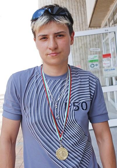 Стойка Кръстева, докато е била ученичка в Спортното училище.