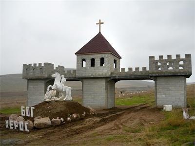 Средновековният замък е една от атракциите на музея на света, който правят в пловдивското Ново село.