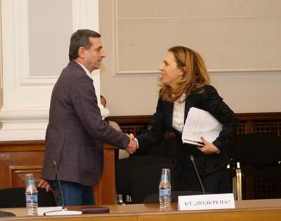 В неделя ще е готово окончателно постановлението за мерките 60/40, обяви вицепремиерът Марияна Николова след тристранката.  При непълно работно време ще се отпуска по-малка помощ