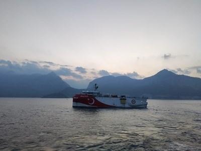 """Турският сеизмографски кораб """"Оруч Реис"""" СНИМКА: Ройтерс"""