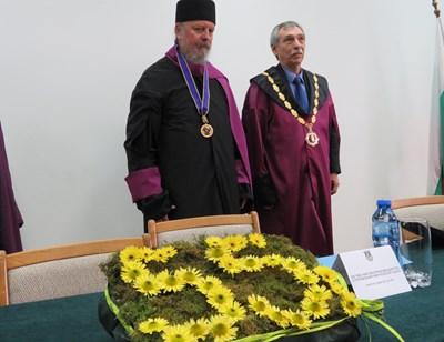 Митрополит Наум с ректора на ВТУ проф.Христо Бонджолов СНИМКА: Дима Максимова