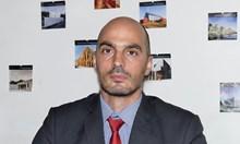 Порнографските снимки, разпространени от жълт сайт, използвани за изнудване, продължило повече от 10 години
