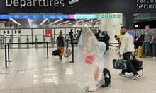 Англия ще връща чужденци, които откажат карантина (Обзор)