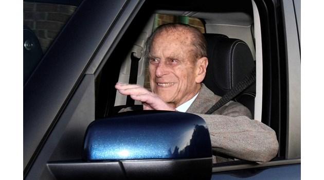 """""""Мирър"""": Докато карал, принц Филип крещял на кралицата: """"Ще те изхвърля от колата"""", защото тя постоянно си повтаряла """"ужас"""". После той катастрофирал"""