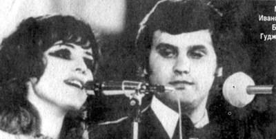 """Пускат картичка с Мими Иванова и Борис Гуджунов, когато изпяват """"Хора и улици"""" и стават всенародни любимци."""