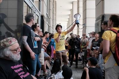 Поддръжници на правата на имигрантите протестират във Вашингтон.  СНИМКА: РОЙТЕРС