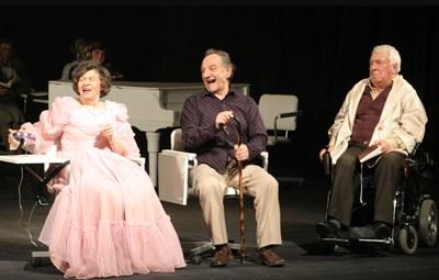 На сцената на Сатиричния театър през 2007 г. Снимки: 24 часа. архив