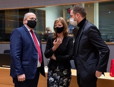 Вицепремиерът Екатерина Захариева по време на днешното заседание на Съвета на ЕС по външни работи. Снимка МВнР