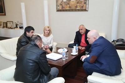 Премиерът Борисов и главният прокурор Иван Гешев се срещнаха с бащата на убитата в Галиче Андреа.