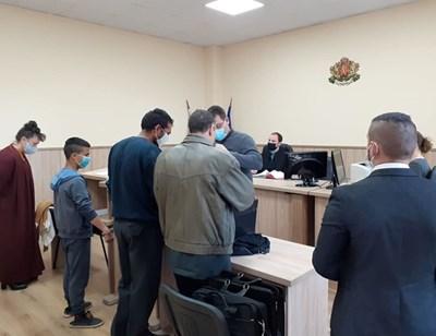 32-годишният Павел Асенов и 16-годишният Ангел Маринов в съда.
