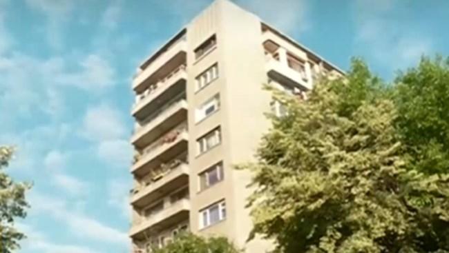 Обраното жилище се намира в този блок.