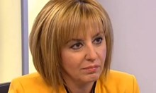 Мая Манолова прави приемна във влака за Варна след като й вземат колата от НСО