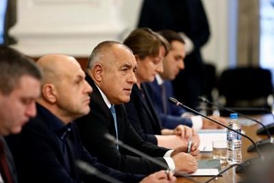 Бойко Борисов обяви икономическите мерки на правителството в компанията на част от министрите си.
